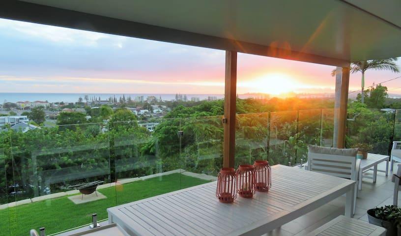 Amazing Ocean Views + Fire Pit + Pet Friendly!! - Tugun - Casa