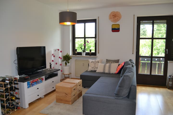Cozy & Green Apartment with Balcony near Ostpark - Munich - Apartemen