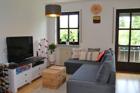 Cozy & Green Apartment with Balcony near Ostpark - München