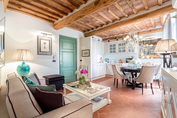 A Luxury and Smart Apartment inside Lucca's Walls
