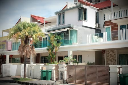Luxury Holiday Homestay 4bedroom/10pax - (iBook1) - Tanjung Tokong