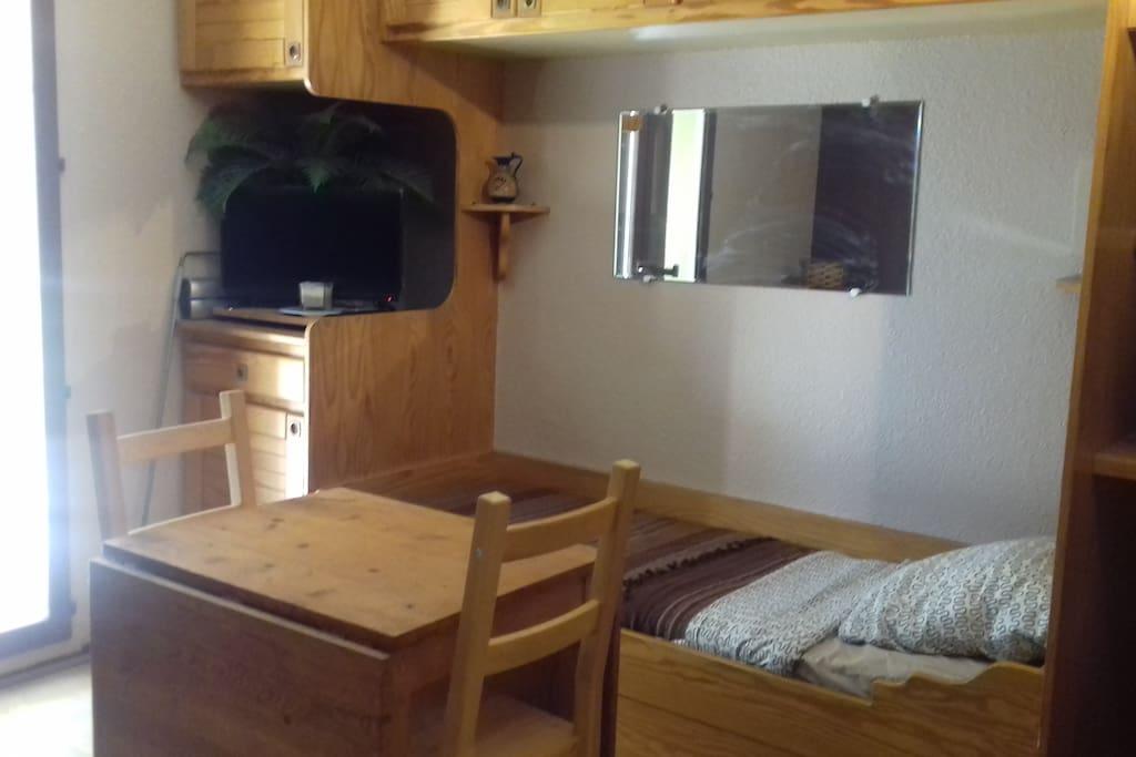 Lit une place avec possibilité d'un deuxième lit une place en tiroir