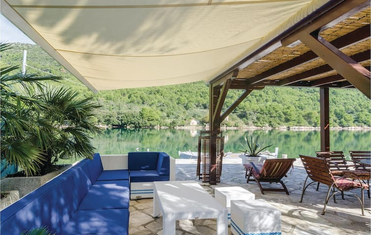 Holiday apartment with 2 bedrooms on 64m² in Ston