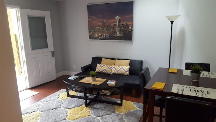 Skylight-Airport/Light Rail Hot Spot-1 Bedroom Apt