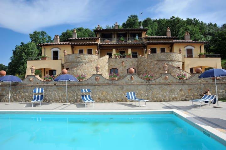 Villa di Lusso a Collazzone con Piscina