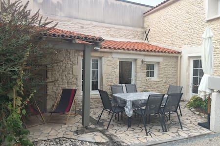 Maison en pierre proche La Rochelle - La jarrie - Hus