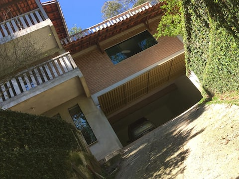 Casa na Serra da Cantareira em meio mata atlântica