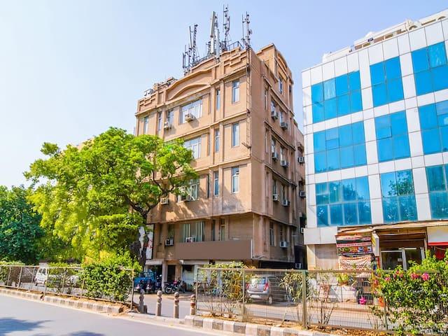 OYO- Standard 1 Bedroom Stay near Ganga Ram Hospital(850m)