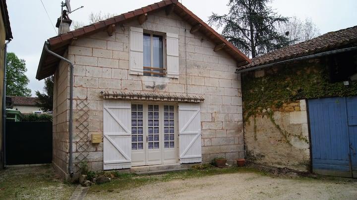 Charmante maison en pierre blanche du pays