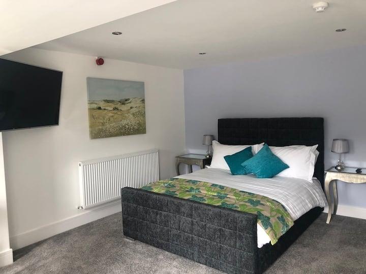 Room 5 suite