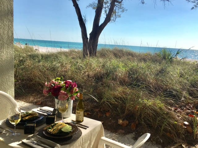 (1SC) Beachfront Studio on the Sand! Amazing Beach