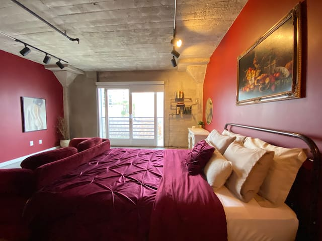 -SANITIZED- The Burgundy Loft Hollywood w Rooftop