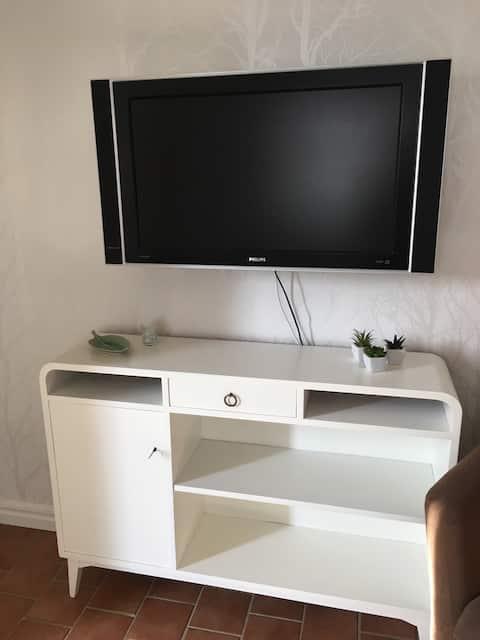 Mysig lägenhet på Långö Låg takhöjd 210cm. Havet