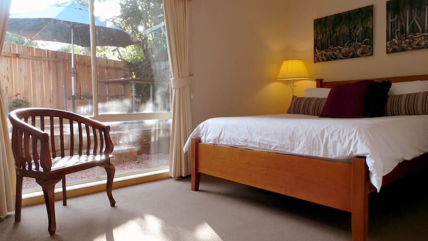 Central Serenity - Narrabundah - Bed & Breakfast