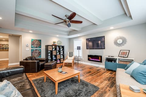 Full floor rental-Modern stay-Local attractions!