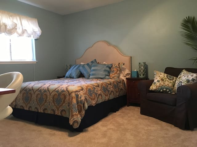 Spacious and quiet master suite w/private bath - Mountain View