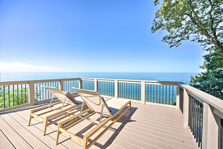 NEW! Lake Michigan Home w/Multi-Level Deck & Views