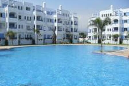 Appartement piscine et plage - Apartment