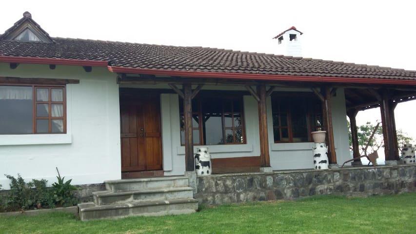 El Chauca  - Dairy Farm - Tambillo - Dům