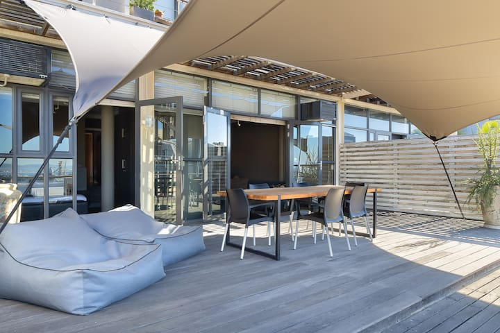 Trendy De Waterkant Apartment with Large Terrace