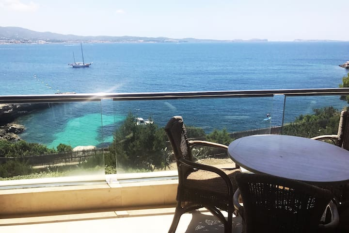 Luxury Apartment Sea Views Roof Terrace Beach 200m