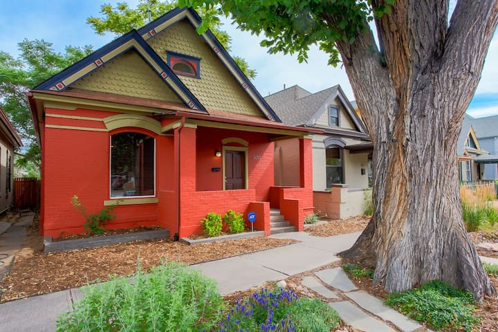 Historic Victorian 1Bd/1Bh near heart of DT Denver
