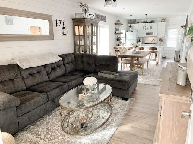 New Farmhouse Lakeview Home in trendy Collingswood