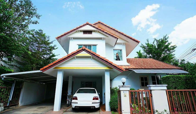4Bedrooms House with Gazebo,10 mins fr city center