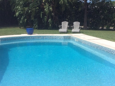 Las Brisas apartment with a pool (+ Twizy charger)