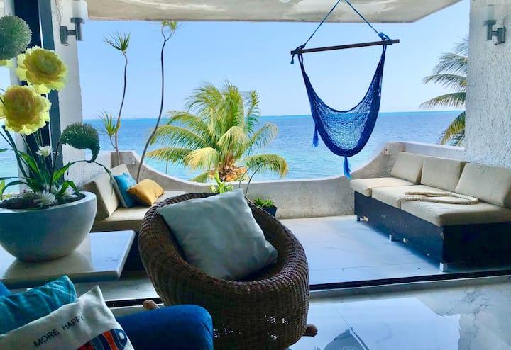 Departamento en Cancún con terraza vista al mar
