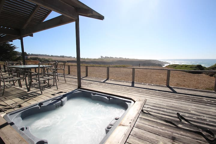 Ocean Dreams - Gorgeous ocean front home with stunning views