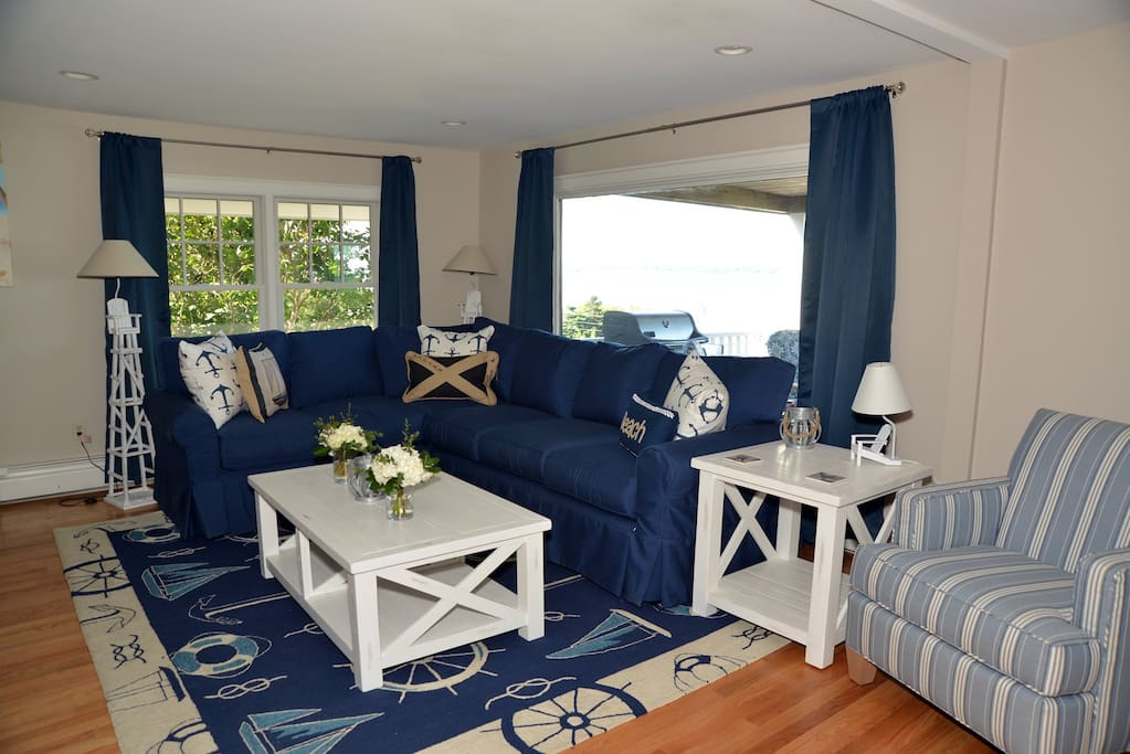 Living room sofa with queen-size pull out bed