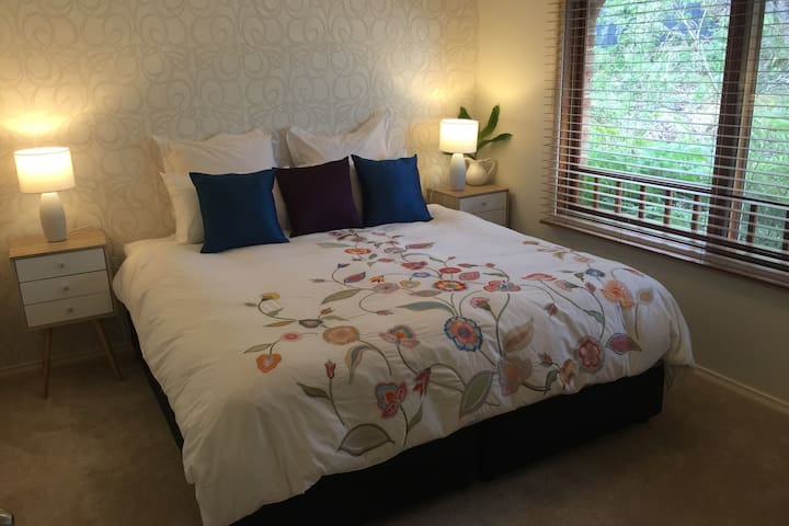 Relaxing Blue Mountains Bed & Breakfast - Woodford - Bed & Breakfast