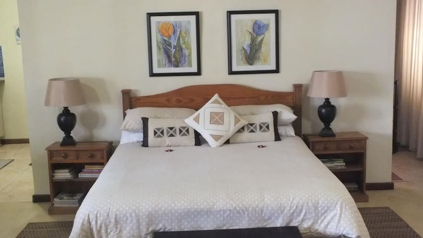 Bellevue Guest House,tranquil setting, scenic view - White River - Bungalow