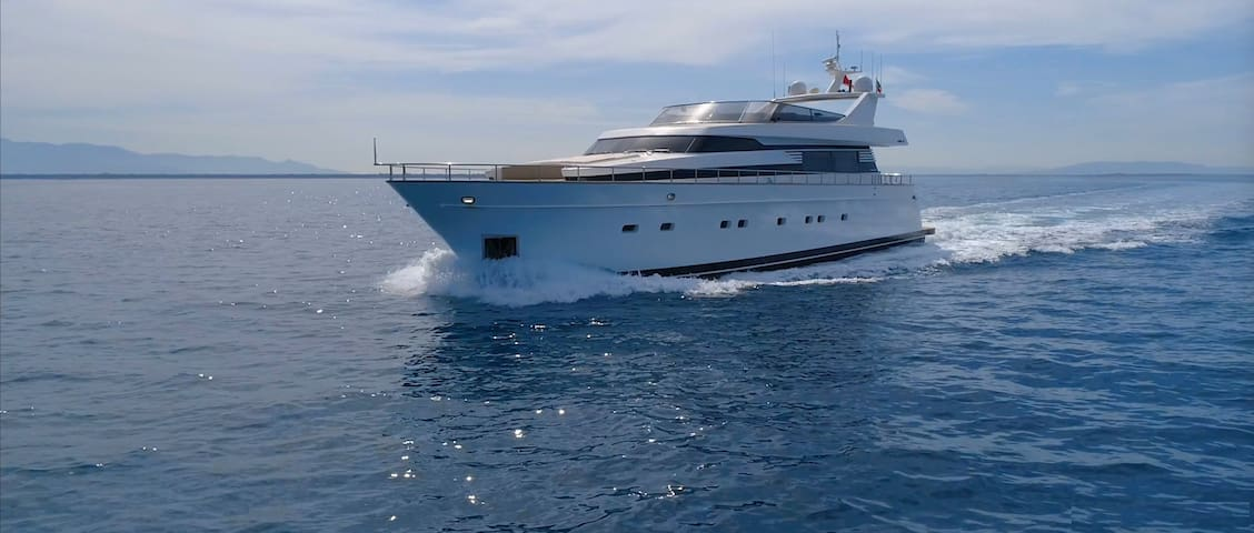 Beautiful 27 meter Motor Yacht in Sardinia