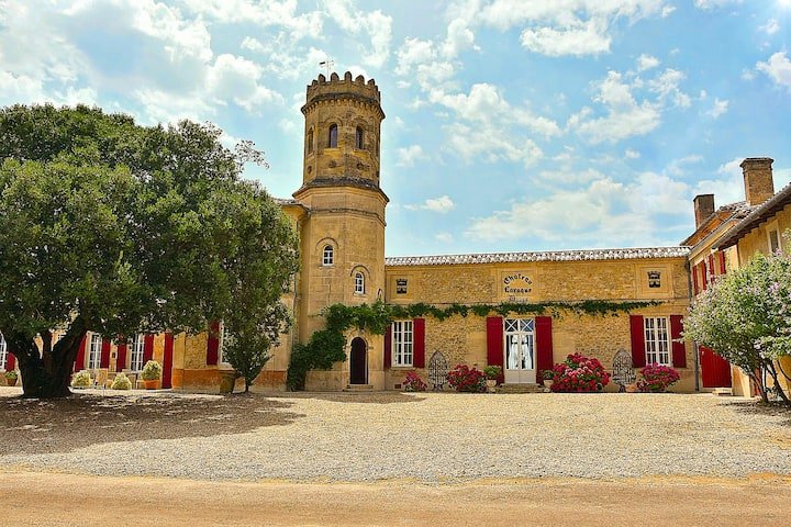 La Tour au Château Laroque Dubos.