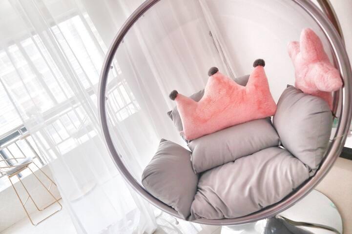 【遇见BM·夏天】/市中心网红泡泡吊椅民宿/飞天山/步行街/粉色系少女心房