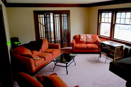 Charming West Akron Home ( Single Bed ) - Akron