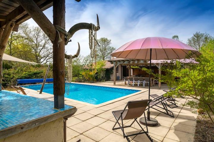 Villa avec piscine chauffée à 150 euros la nuit