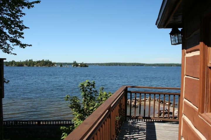 """Rockwyn""- Stunning panoramic lake view, by beach!"