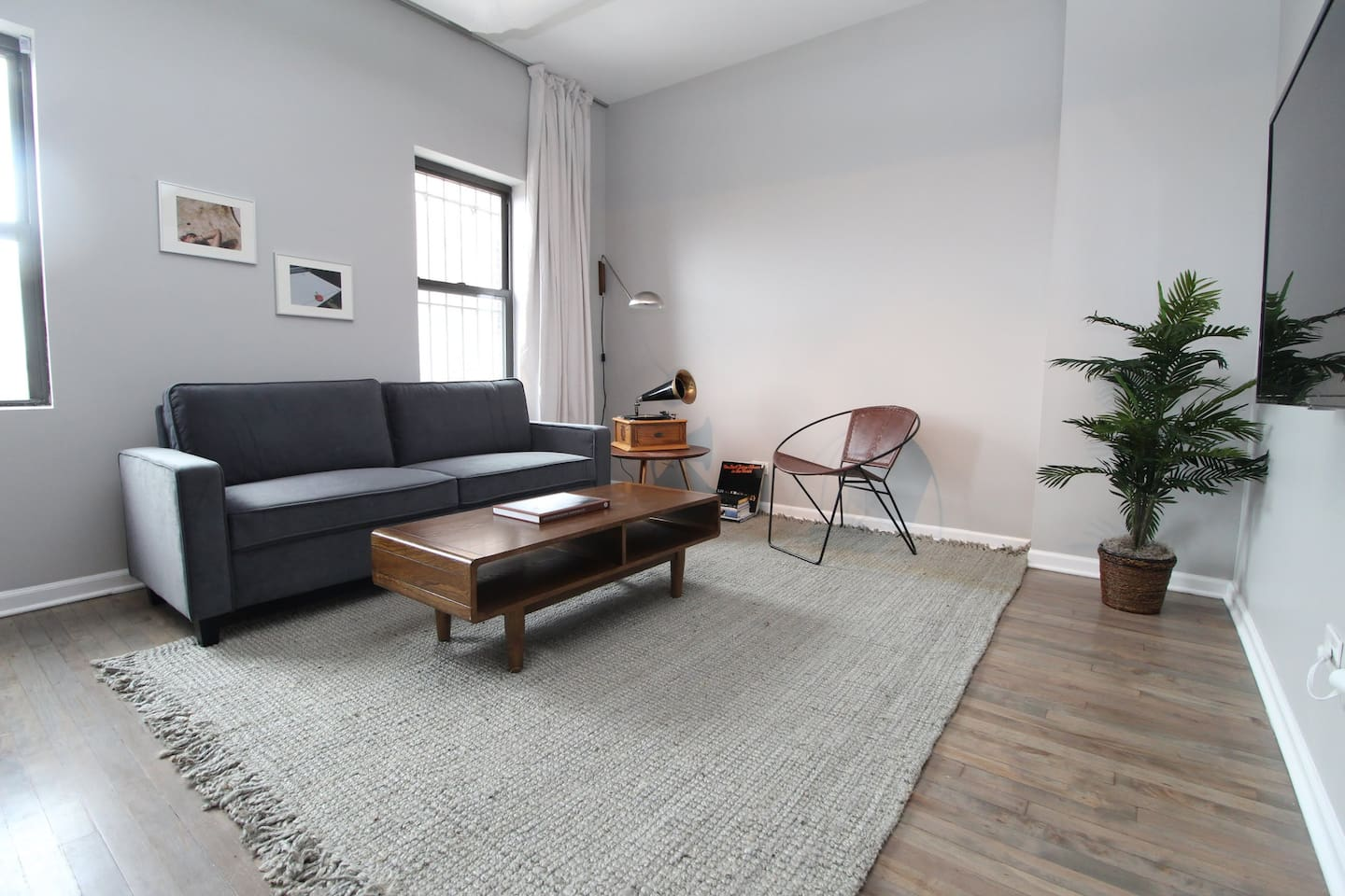 """""""The location is fantastic for exploring Wicker Park, as well as other Chicago attractions. Super walkable neighborhood with lots of great restaurants and coffee shops."""""""