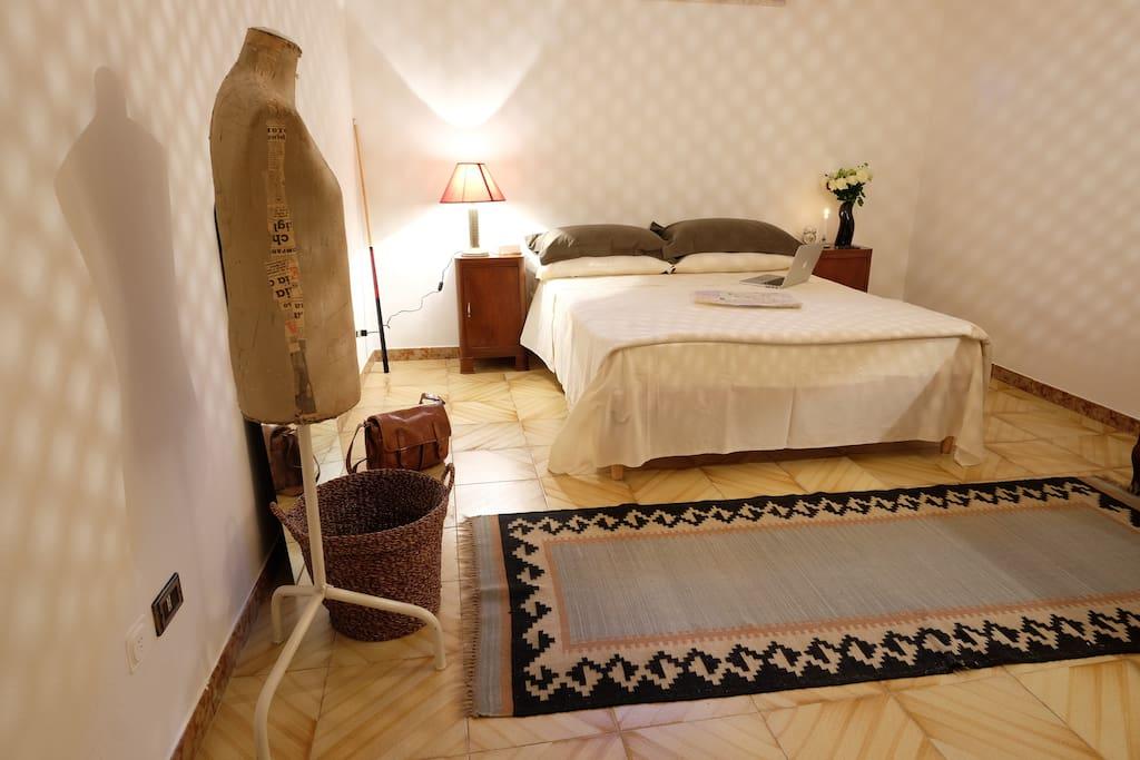 Villa raffaella camera matrimoniale ville in affitto a matera basilicata italia - Letto raffaella ...