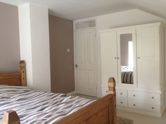 Spacious double room in a quiet cul-de-sac