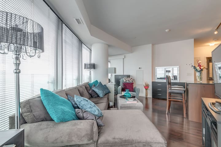 Waterfront/Ent.District Condo - 2BR + Free Parking