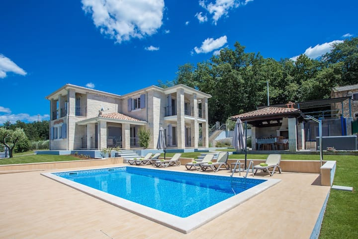 Villa Ilmea with swimming pool and whirlpool