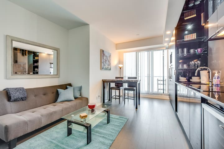 Perfect 1BR Condo at King/Bay - Amazing Views!