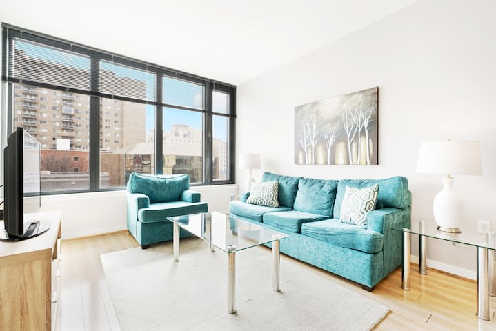 Spacious 1BR  Bethesda   Great Amenities   by GLS