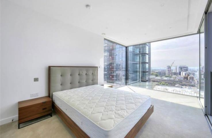 One bed luxury apartment in city of London