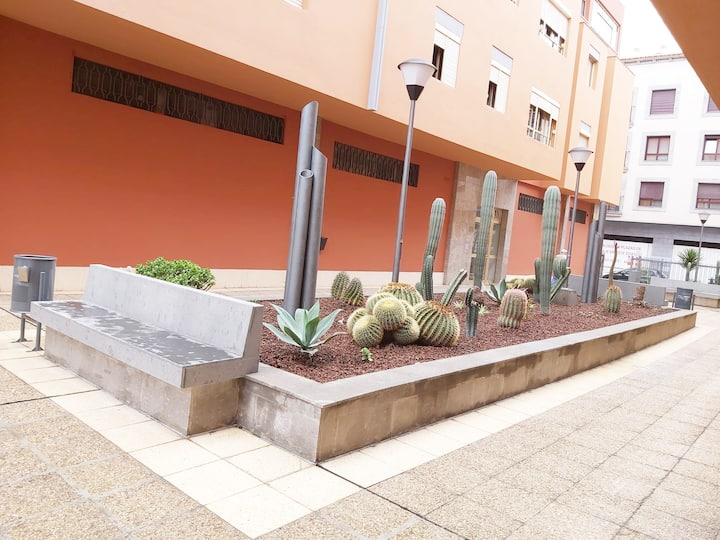 Amplia vivienda en zona playa Las Canteras.