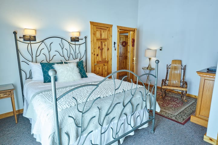 Romantic Sweetgrass B&B Room with Fireplace